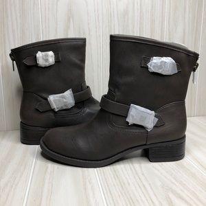 Wild Pair Othello Boots Size 8